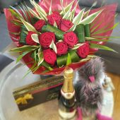 Classic Red Rose Hand-tied Luxury Gift Set